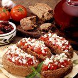 Παραδοσιακά ντακάκια χωρίς προσθήκη αλατιού με τριμμένη ντομάτα