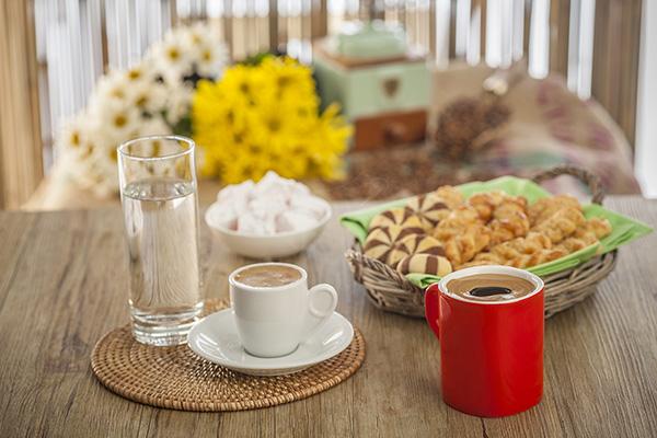 Ο καφές βελτιώνει τη διάθεση, την πνευματική διαύγεια και εγρήγορση